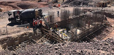 { Secondary crusher – pouring concrete }