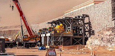 { Secondary crusher: Inclined screens structure installation work }
