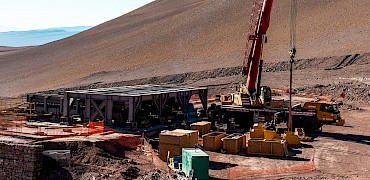 { Secondary crusher: Chute installation work }