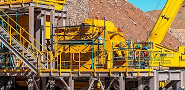 Primary crusher: Grizzly scalper screen, chute, jaw crusher, and pitman installation work