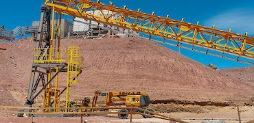 Tertiary crusher: Conveyor belt installation work from distribution tower to feed bin