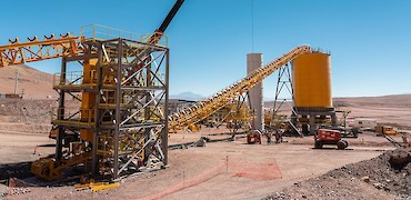 Agglomeration plant: Conveyor belt installation work from the flake breaker to the surge bin