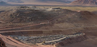 Panoramic view of the Lindero deposit and stockpile