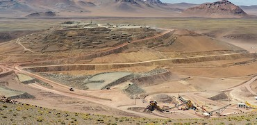 Panoramic view of the Lindero deposit, coarse ore stockpile and crushing circuit