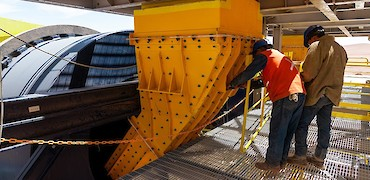 Agglomeration plant: Drums chute installation