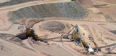 Lindero deposit: Coarse ore stockpile, primary and secondary crusher