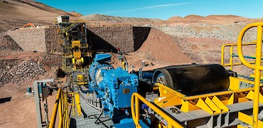 Secondary crushing circuit: Conveyor belt drive system installation